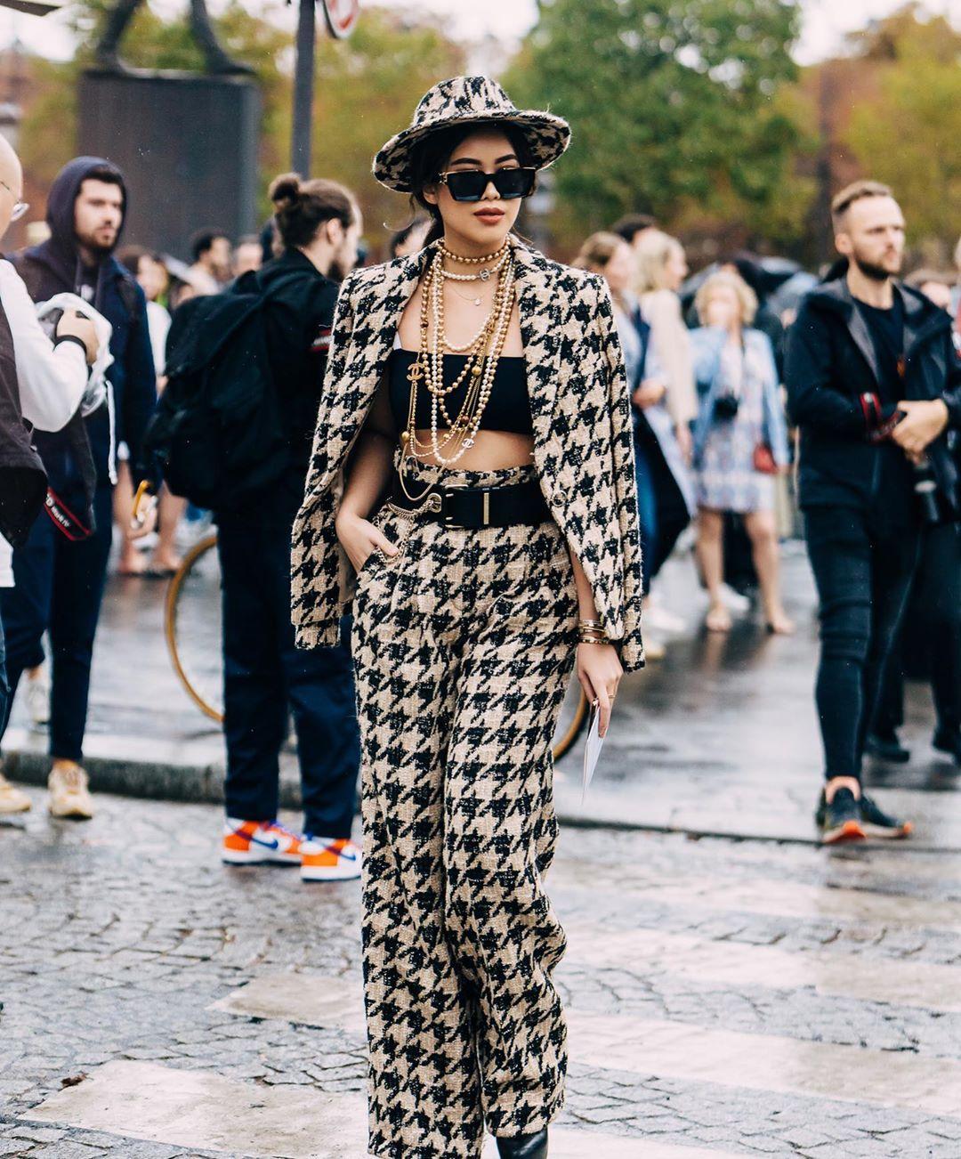 Tiên Nguyễn cùng set đồ Chanel tuần lễ thời trang Paris