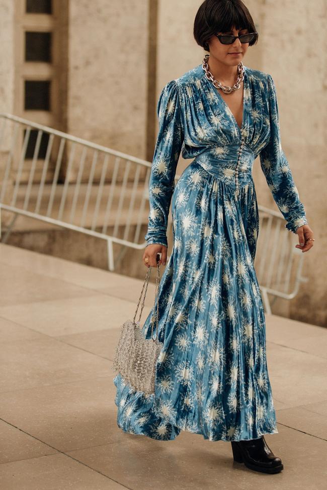 đầm hoa xanh túi xách thời trang cung hoàng đạo thiên bình