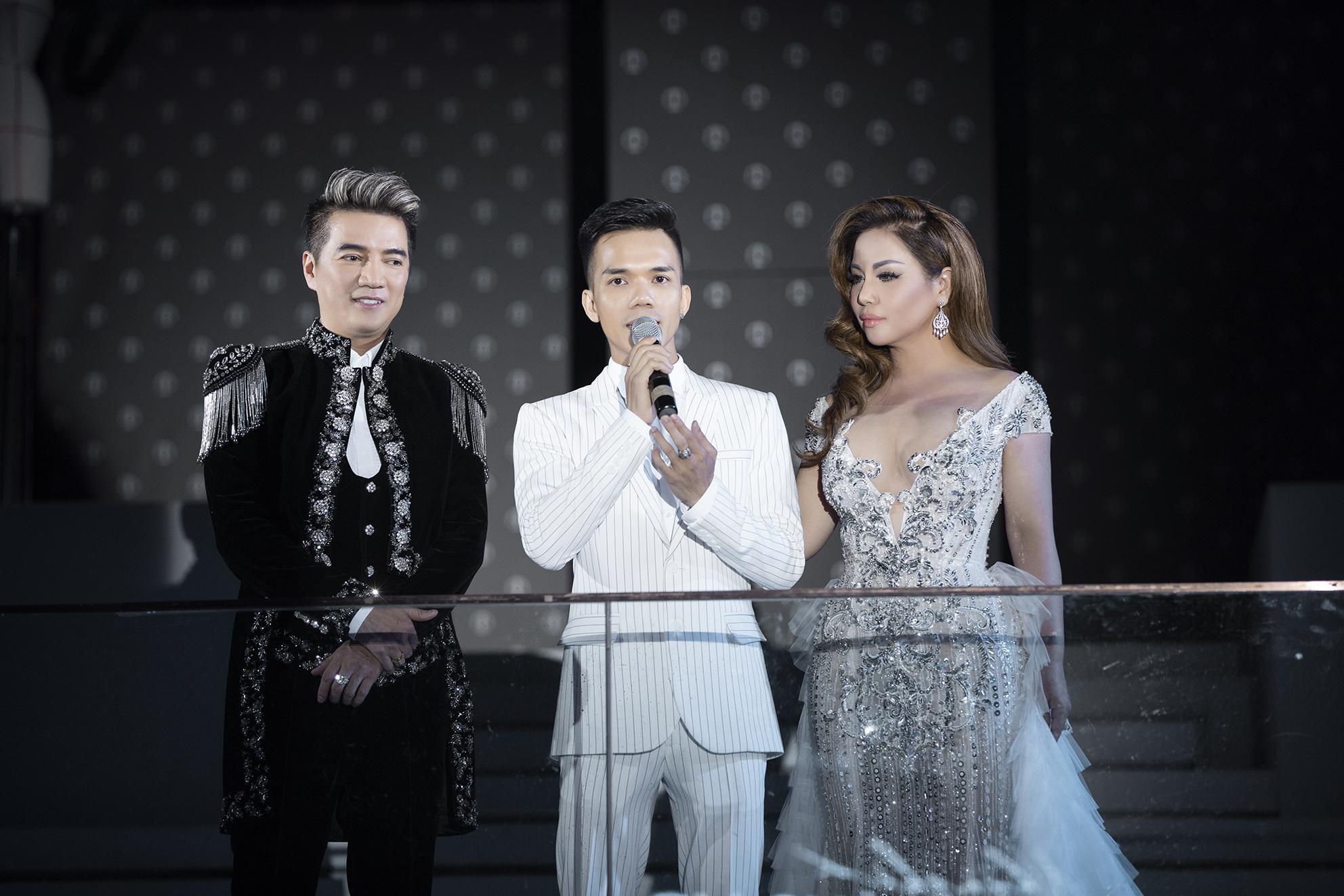NTK Tuấn Trần chia sẻ tại đêm diễn