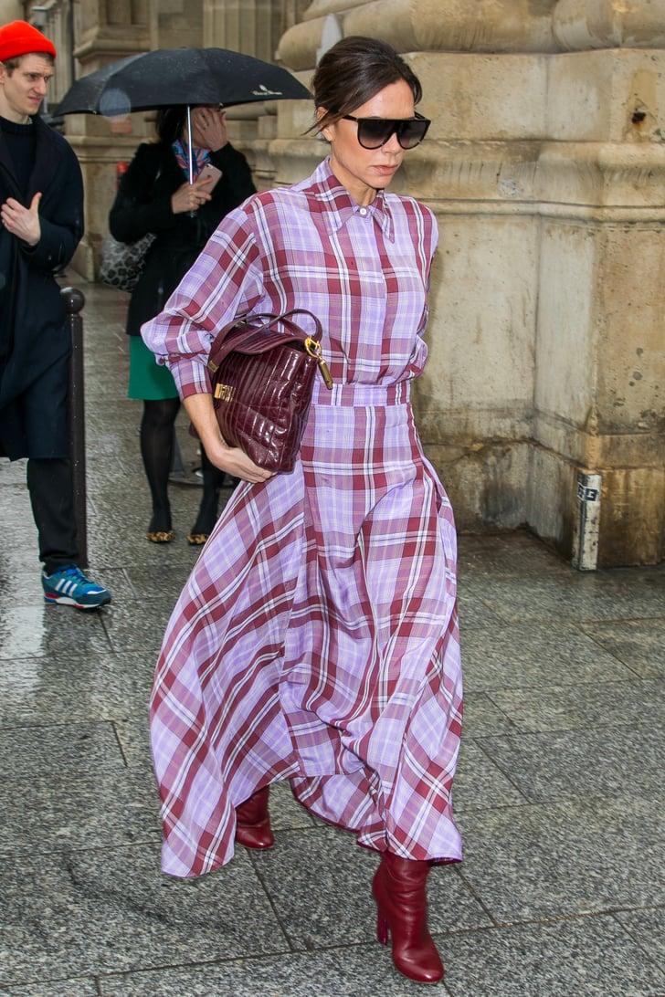 Victoria Beckham diện đầm tím kẻ sọc