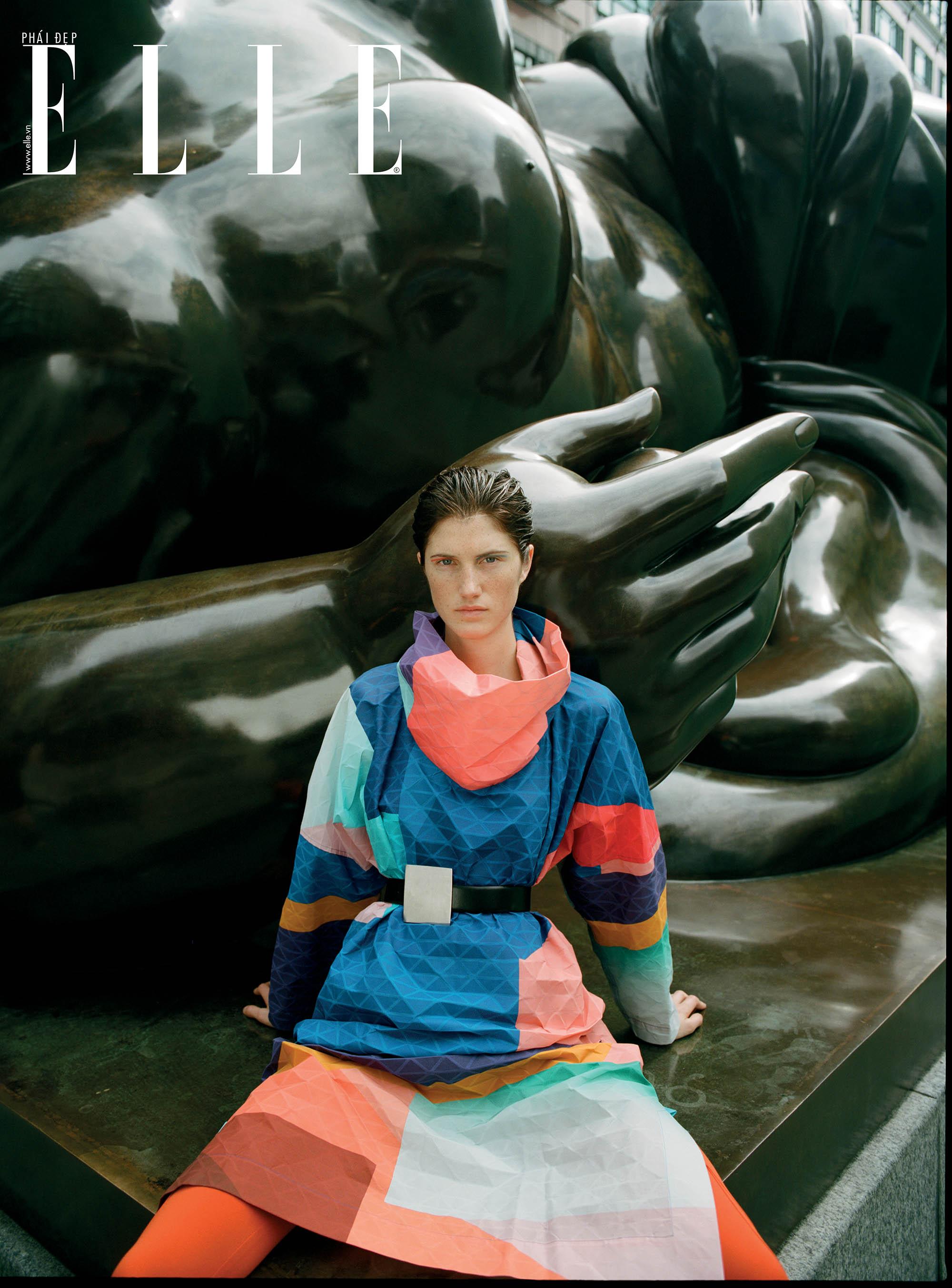 bộ ảnh người mẫu mặc trang phục đa sắc màu