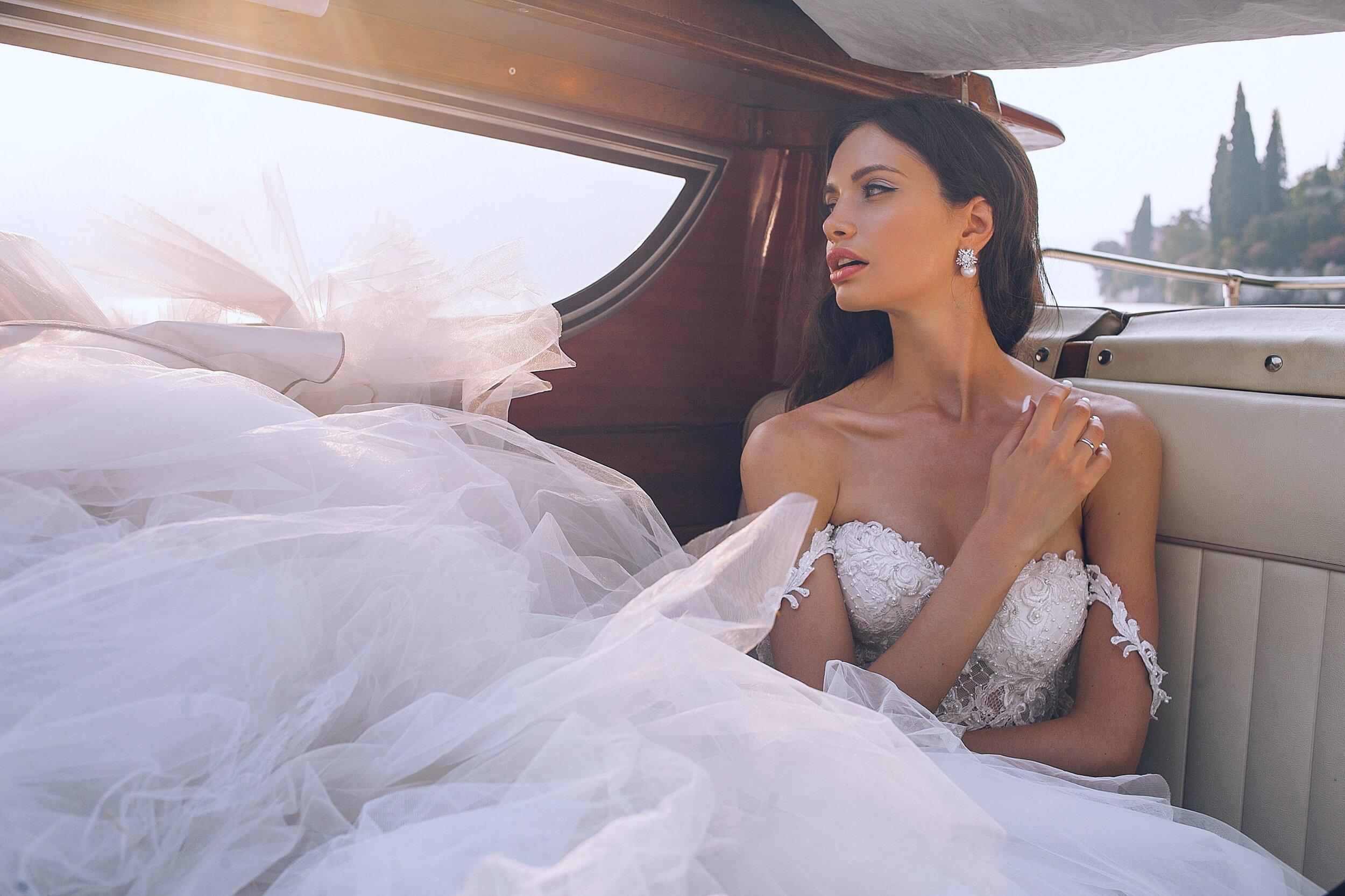 trang sức cưới phù hợp với kiểu váy cưới cúp ngực