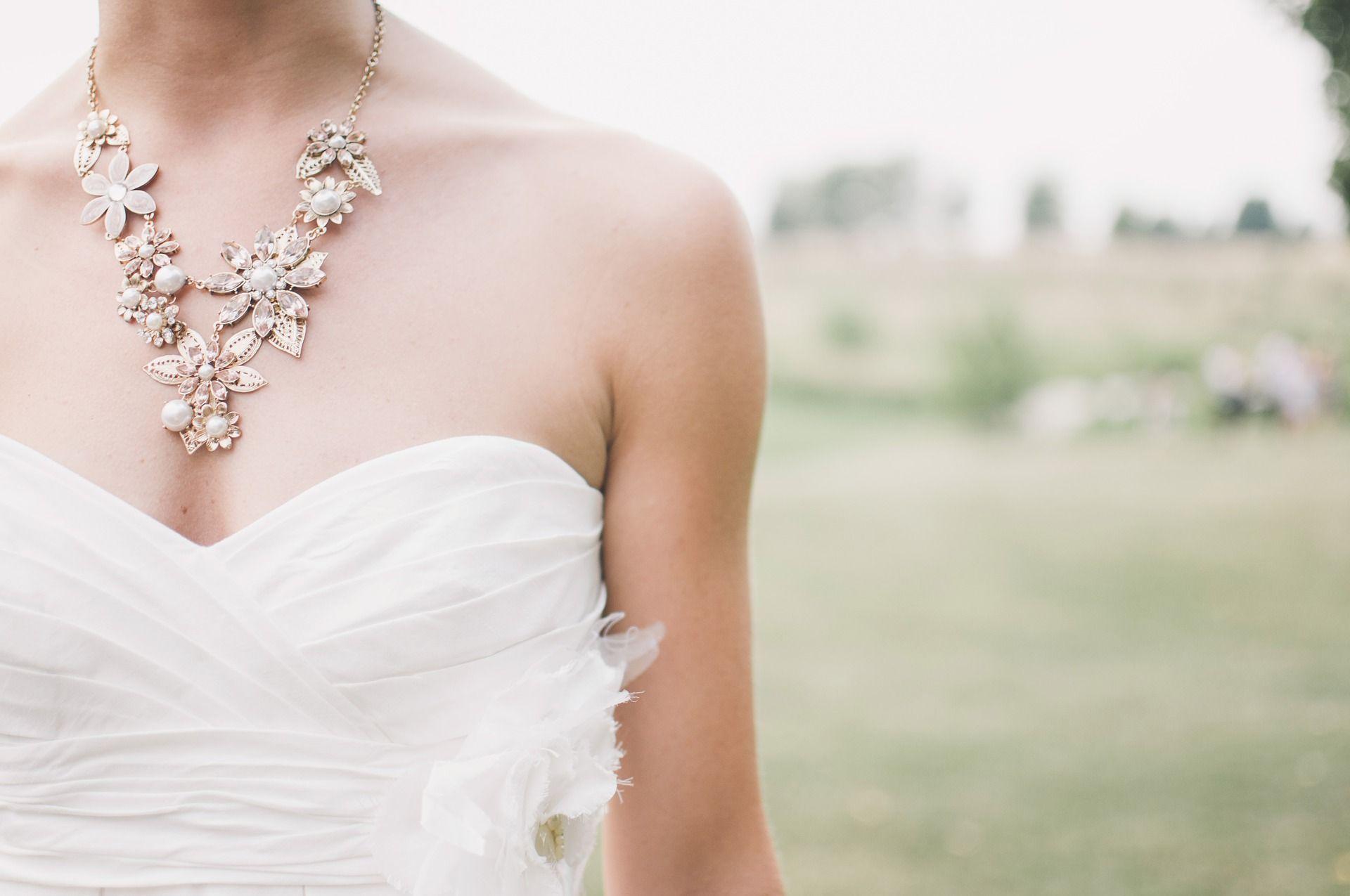trang sức cưới - vòng cổ to bản váy cưới cúp ngực