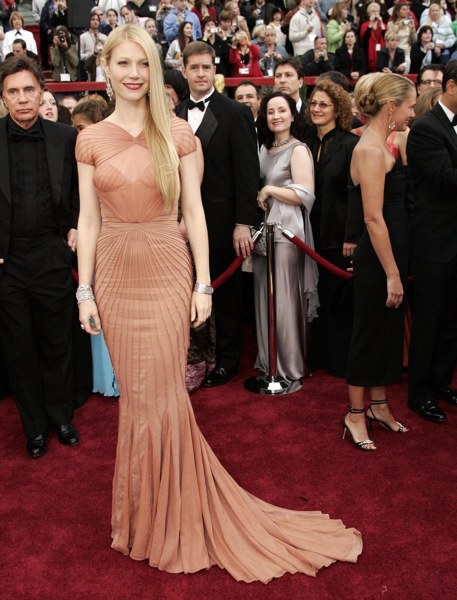 Gwyneth Paltrow tại 2007 Academy Awards - getty images