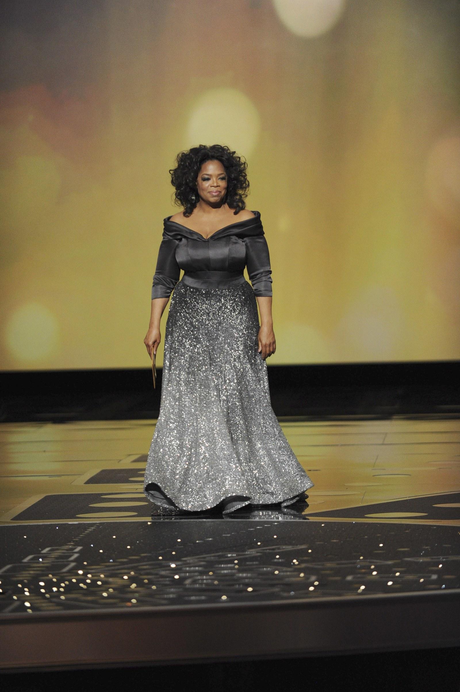 Oprah Winfrey 2011 Academy Awards - thiết kế Zac Posen