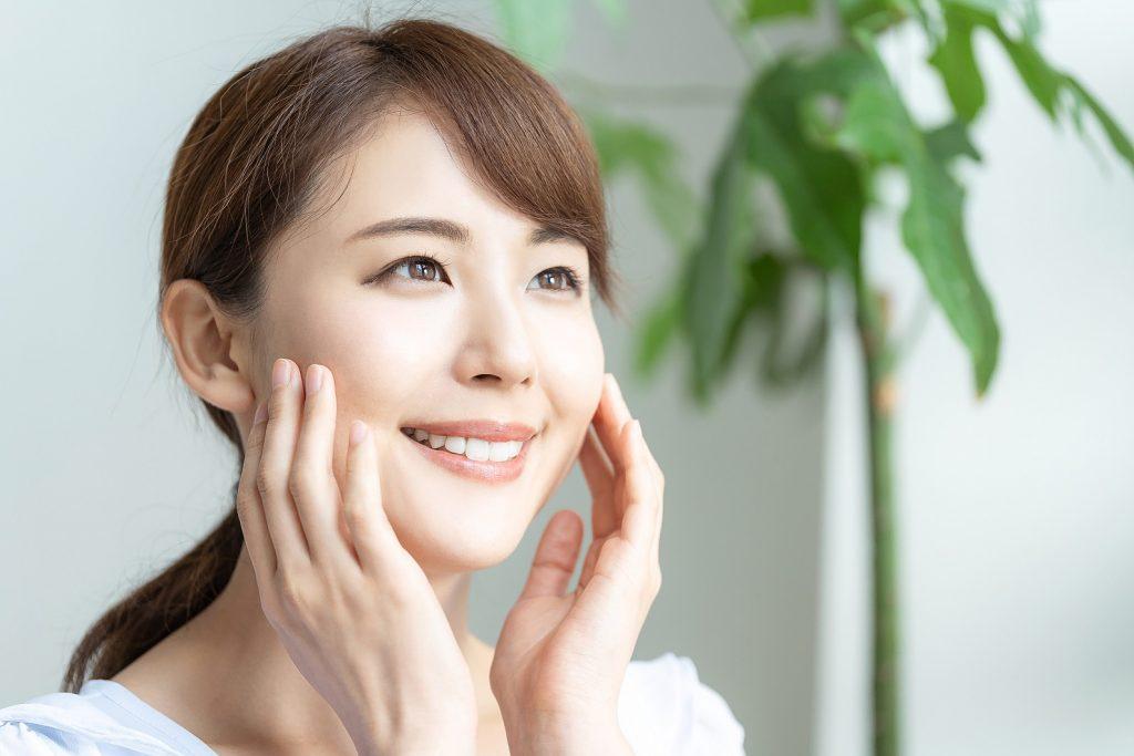Kem chống nắng tích hợp các thành phần dưỡng trắng giúp nuôi dưỡng làn da sáng khỏe
