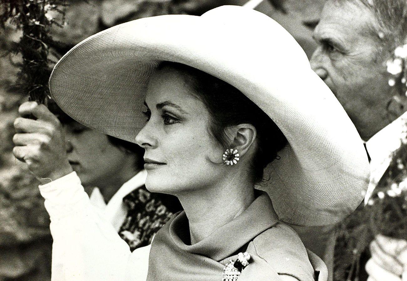 Grace Kelly mũ rộng vành hoa tai hoa