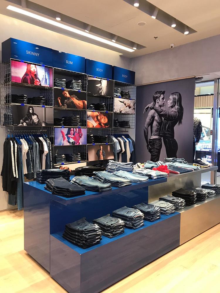Khu vực trưng bày Calvin Klein Jeans