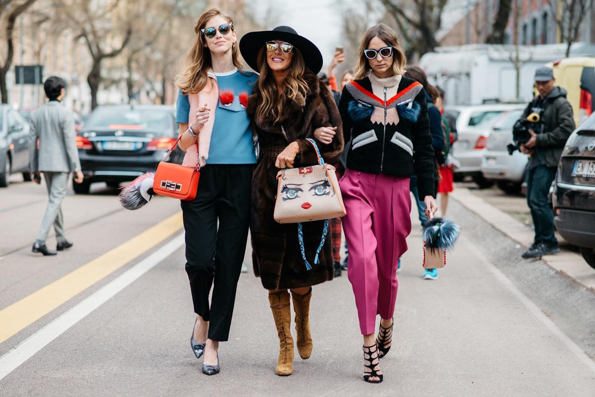 ba cô gái mua sắm blck friday