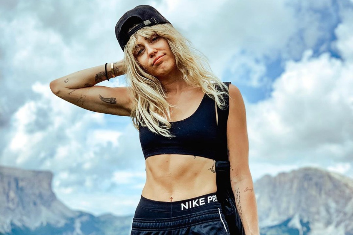 Miley Cyrus leo núi