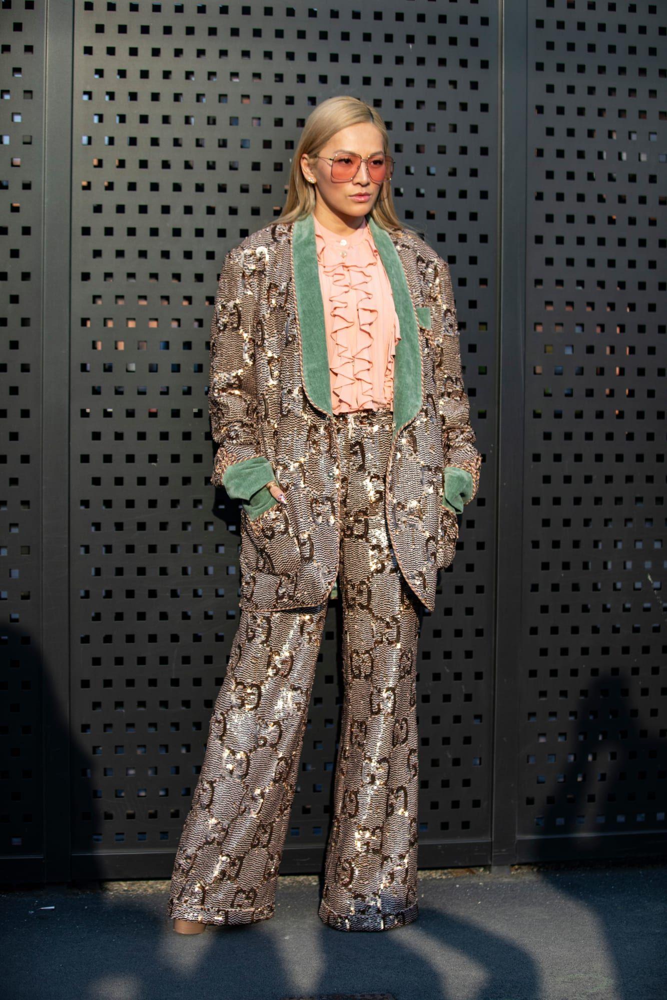 phối đồ theo phong cách thời trang maixmalism trang phục họa tiết da rắn