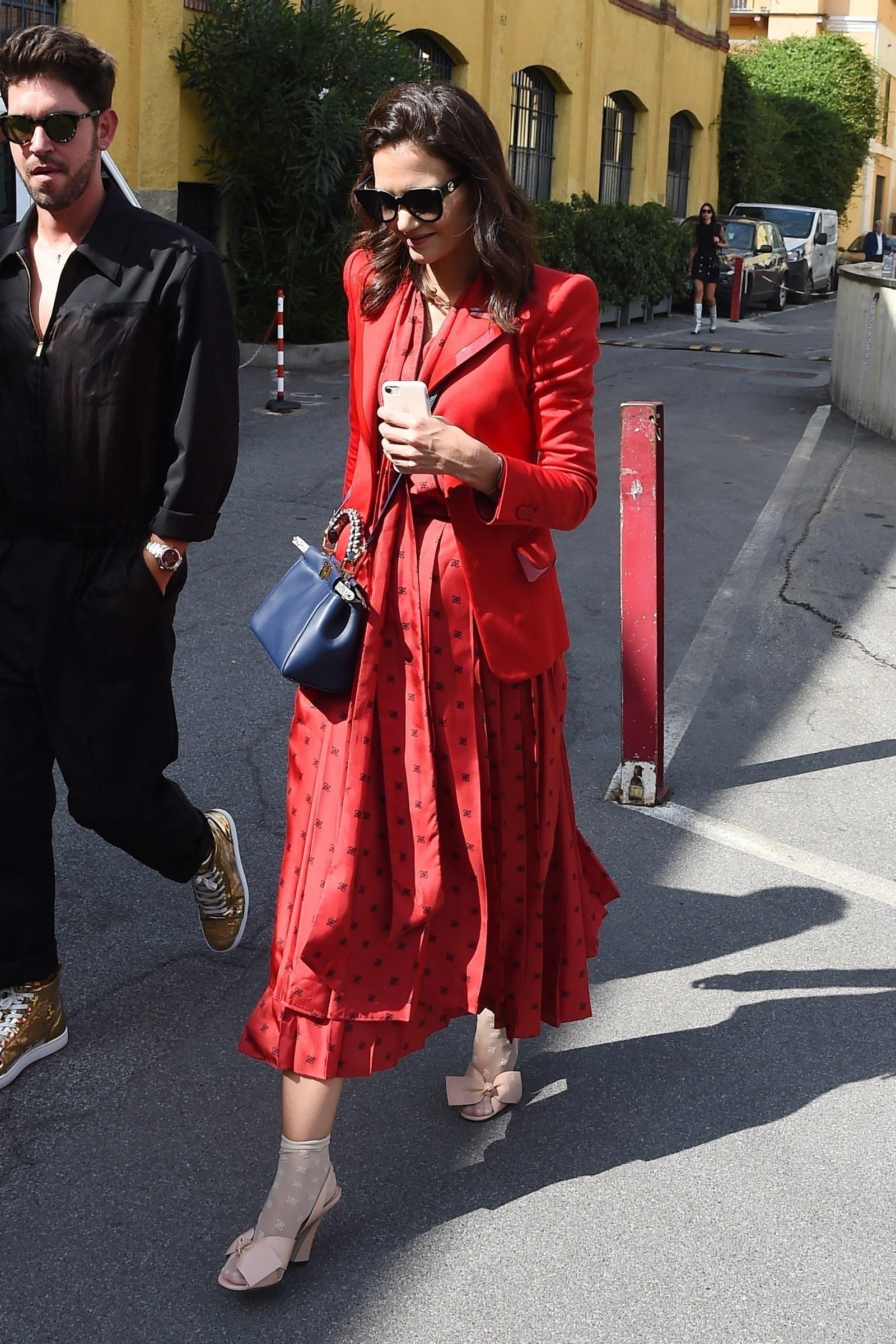 Katie Holmes giày cao gót và vớ