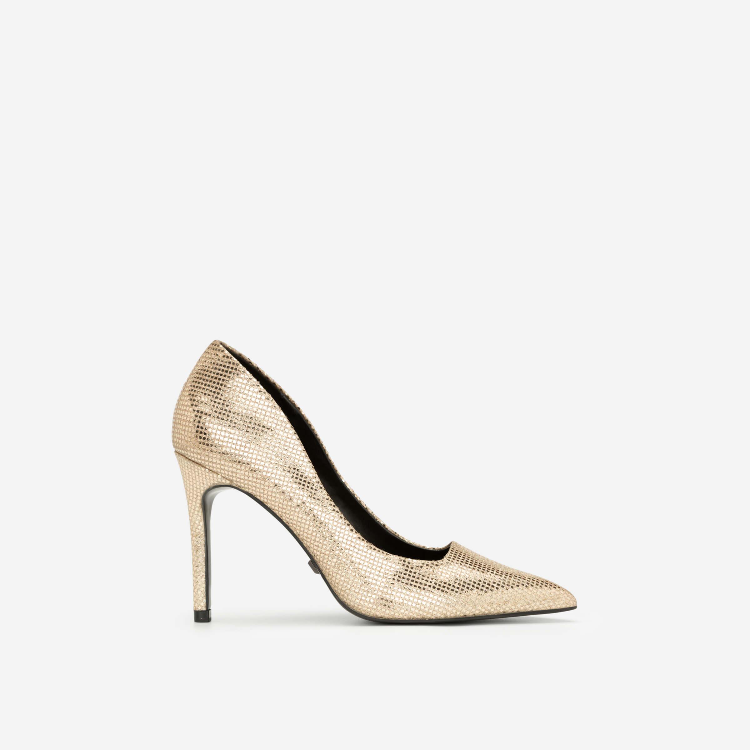 giày cao gót màu vàng ánh kim Vascara
