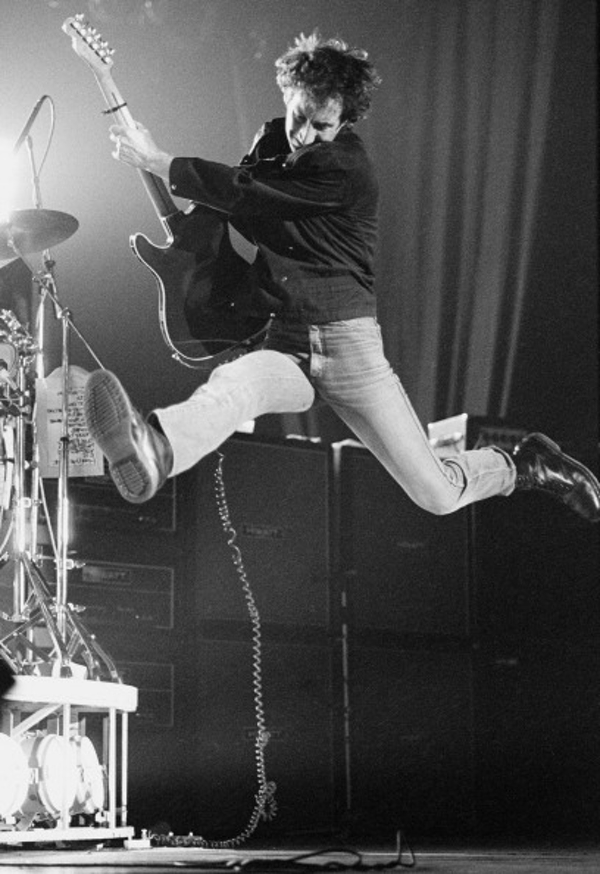 Pete Townshend (The Rock) mang Dr.Martens trên sân khấu