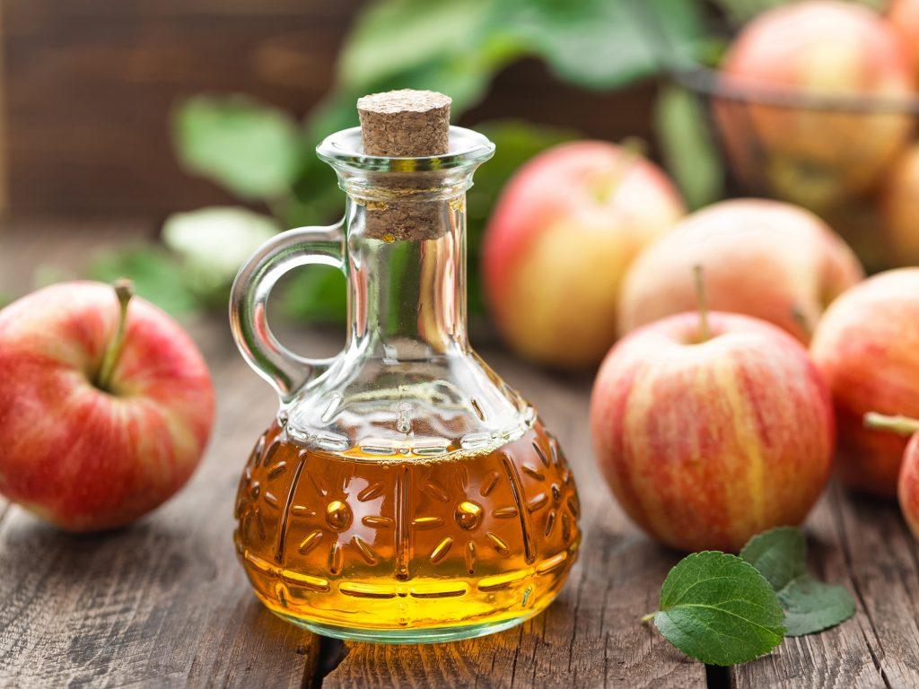 Giấm táo điều trị mụn