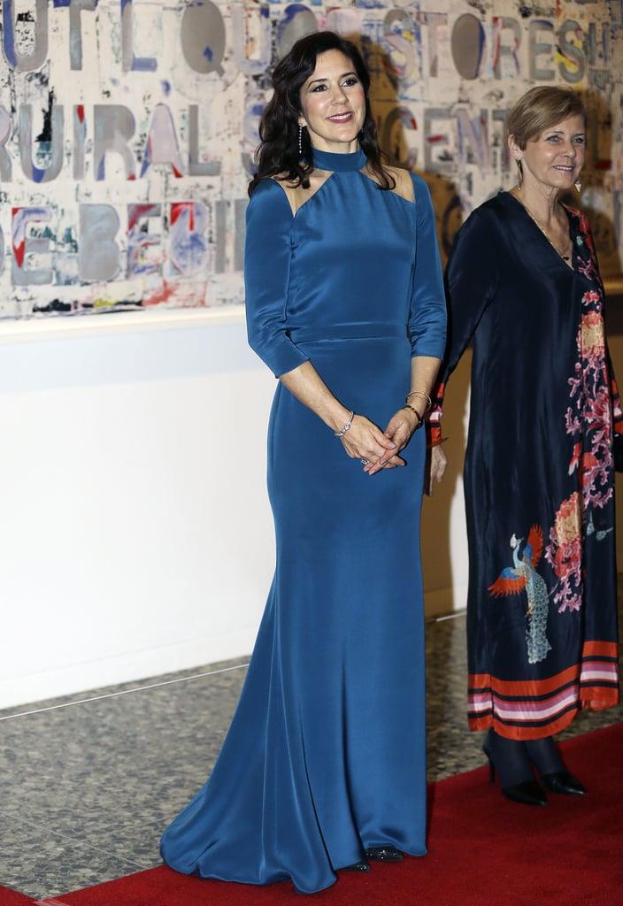công nương Mary của Đan Mạch diện dầm cutout màu xanh hoàng gia