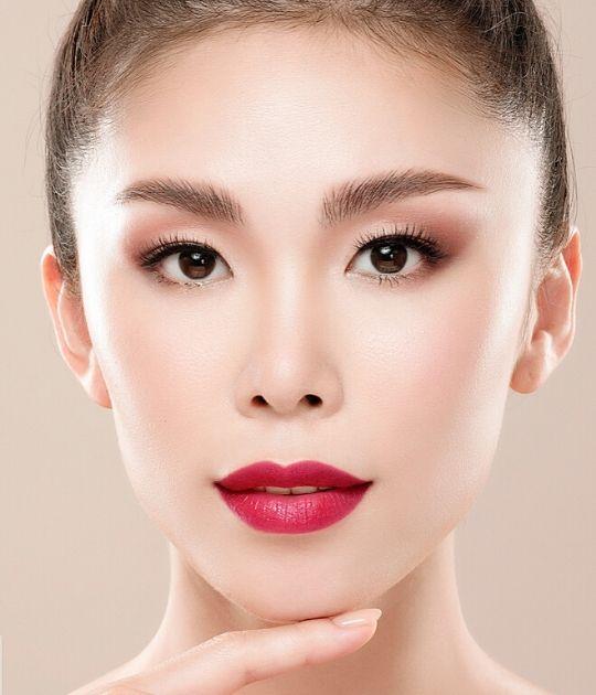 Hoa hậu Hoàn vũ Riyo Mor và Menard