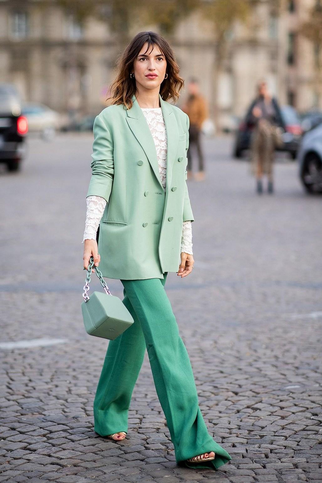 Jeanne Damas blazer xanh hồ trăn