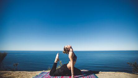 Mách bạn 7 động tác yoga chữa đau lưng hiệu quả
