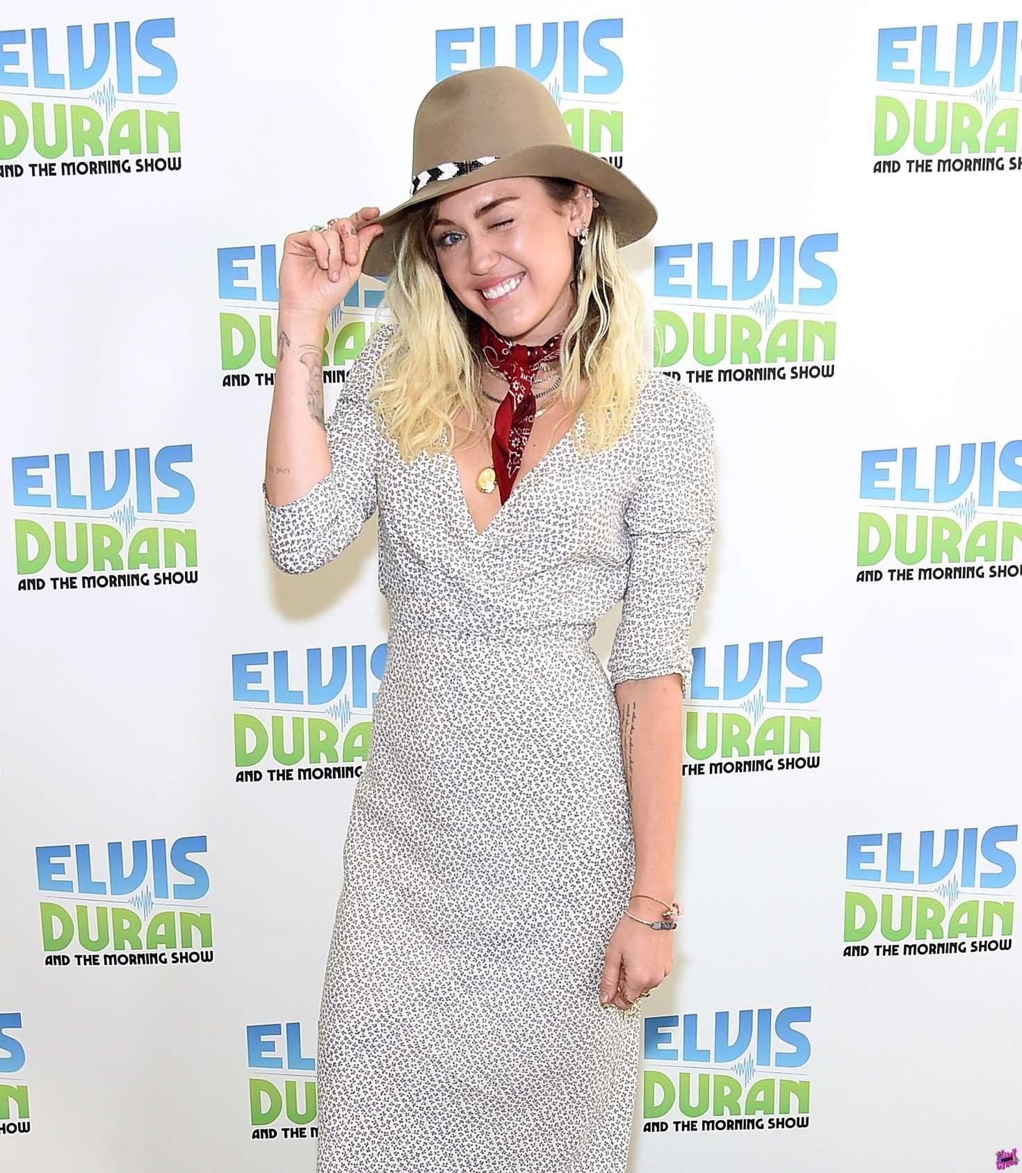 Miley Cyrus mũ mùa Đông cao bồi váy hoa