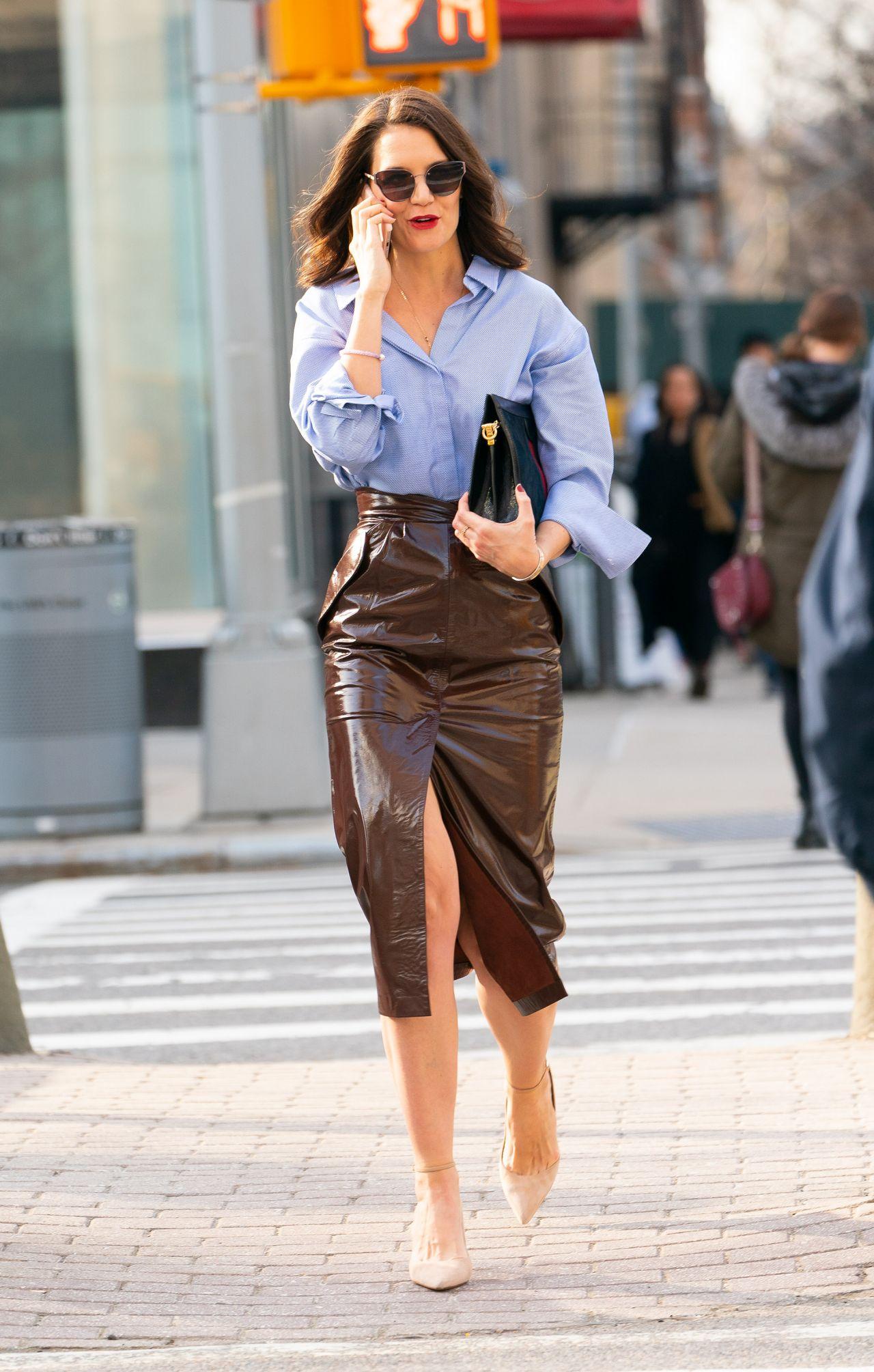 Katie Holmes chân váy nâu rocky road thời trang công sở