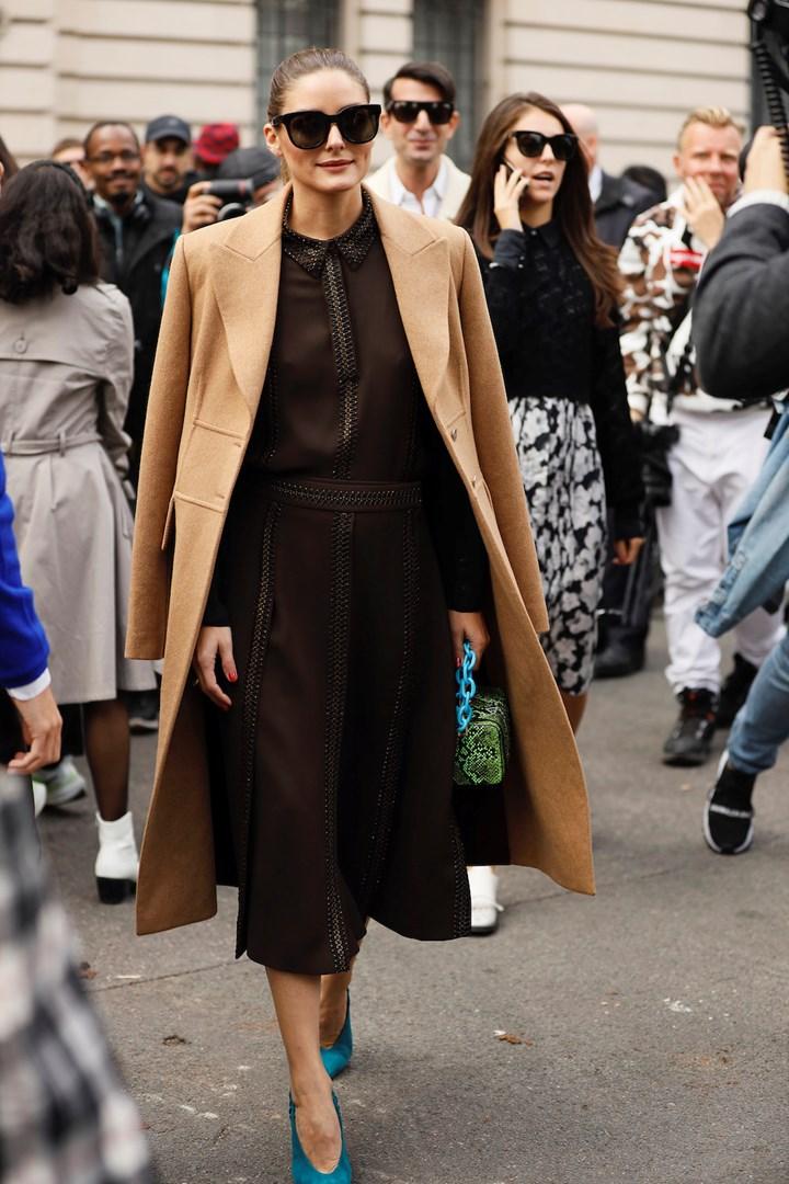 Olivia Palermo đầm nâu rocky road thời trang công sở
