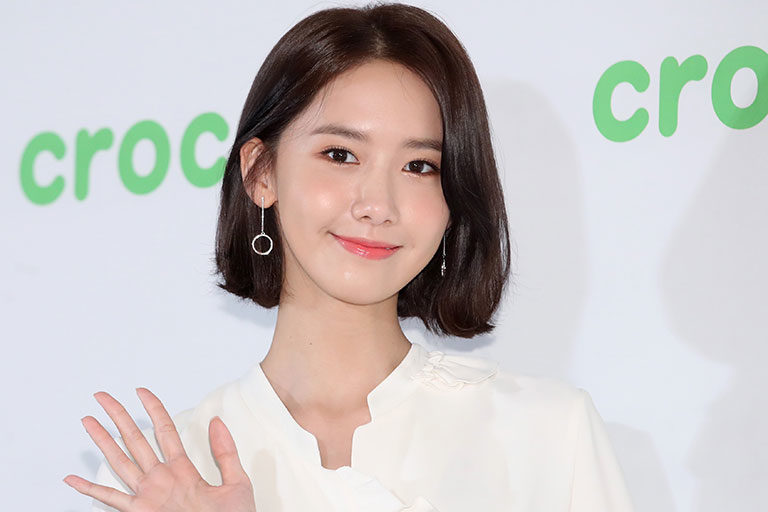 Yoona đeo hoa tai tròn dài - cách chọn hoa tai phù hợp với hình dáng gương mặt