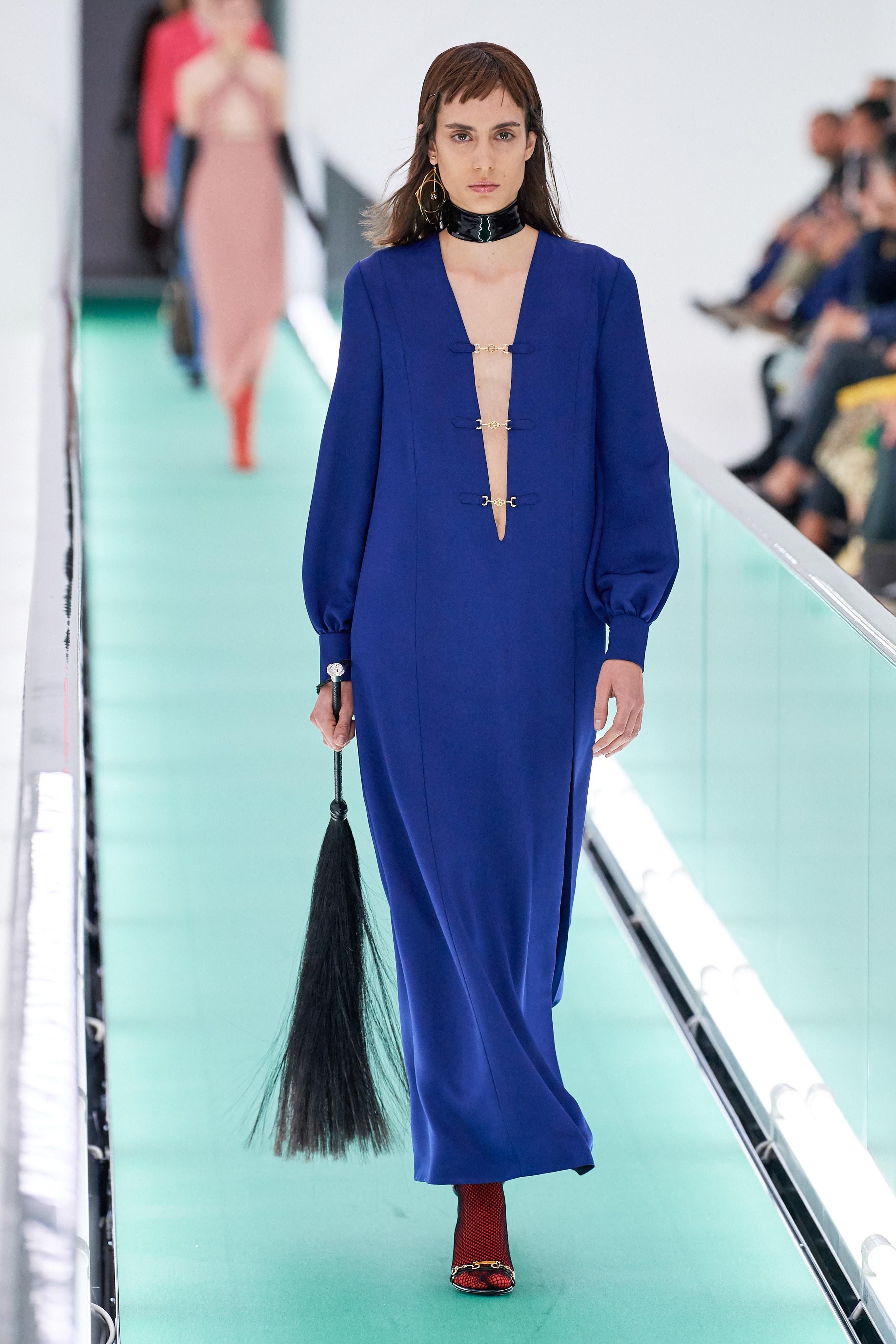 Thiết kế đầm Classic Blue trên sàn diễn Gucci