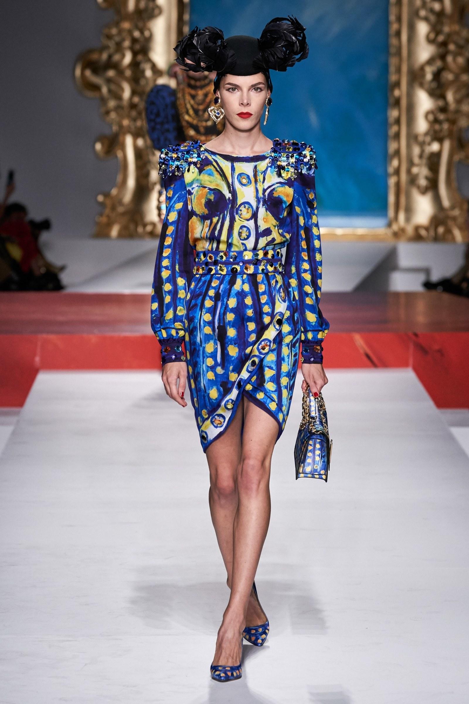Đầm họa tiết nghệ thuật Classic Blue của Moschino