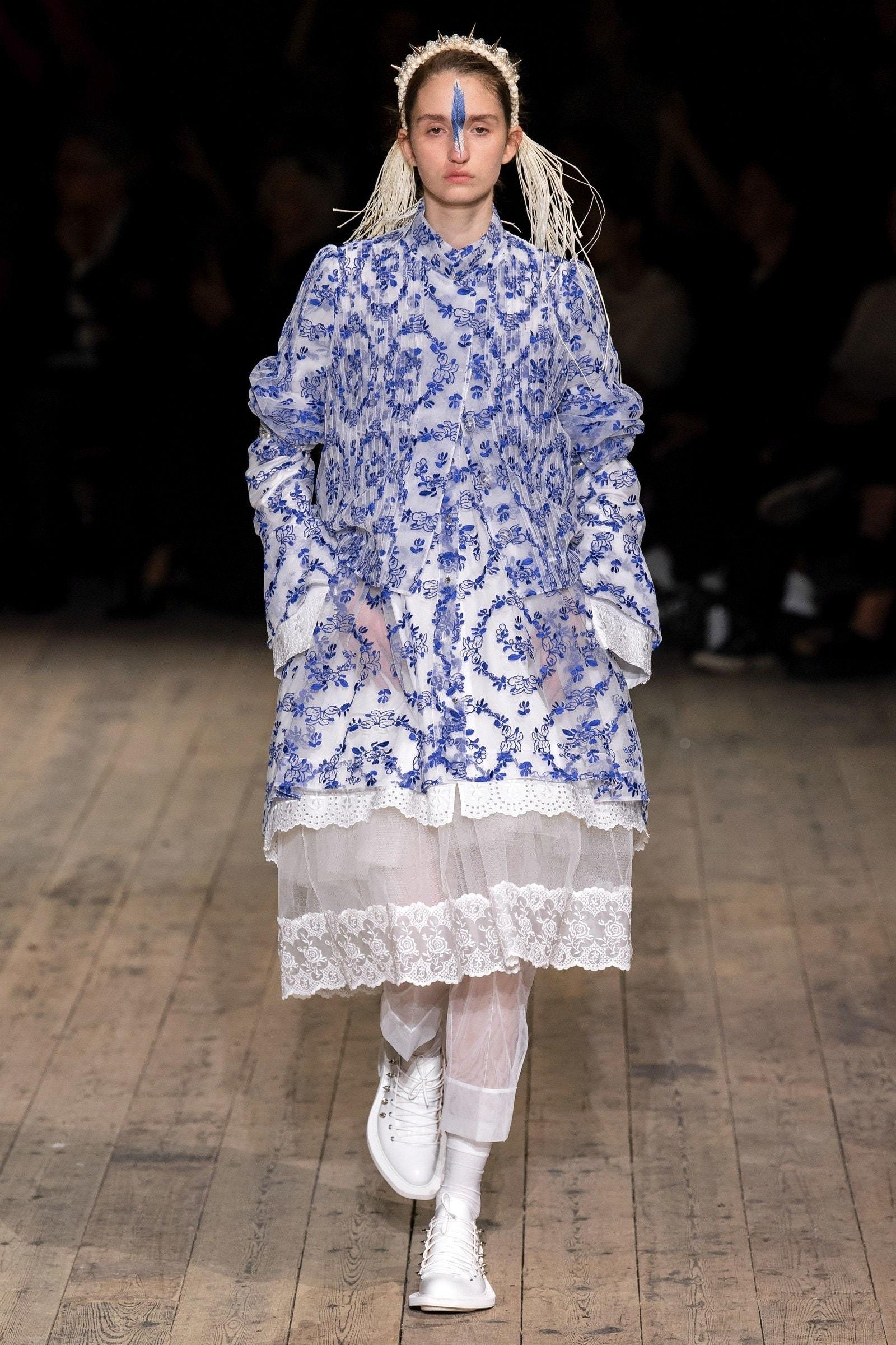 Đầm hoa nhỏ classic blue của Simone Rocha