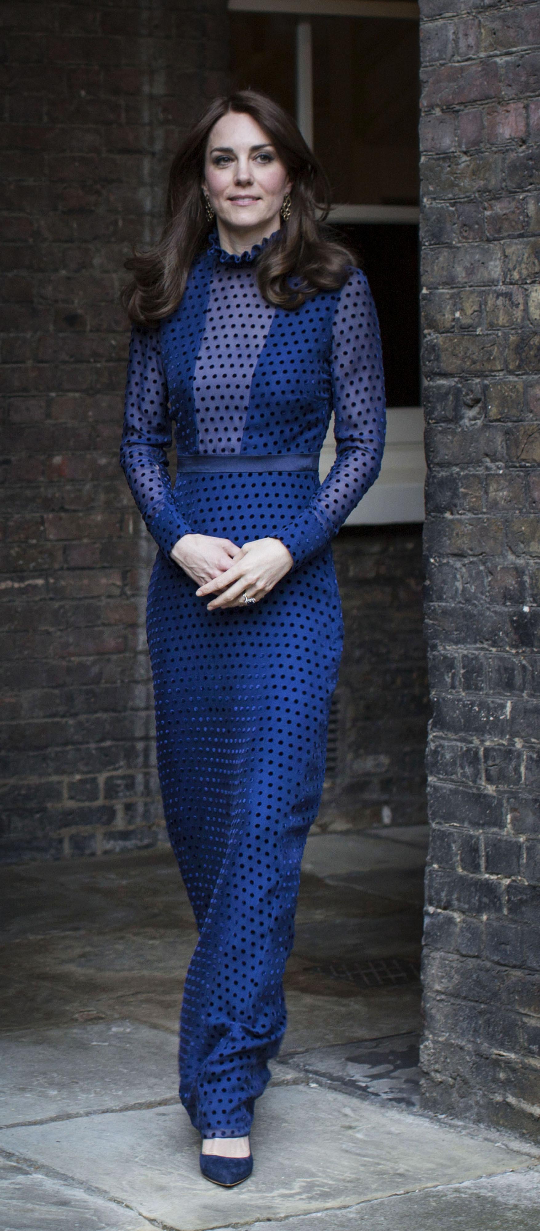 Đầm dáng dài classic blue của Kate Middleton