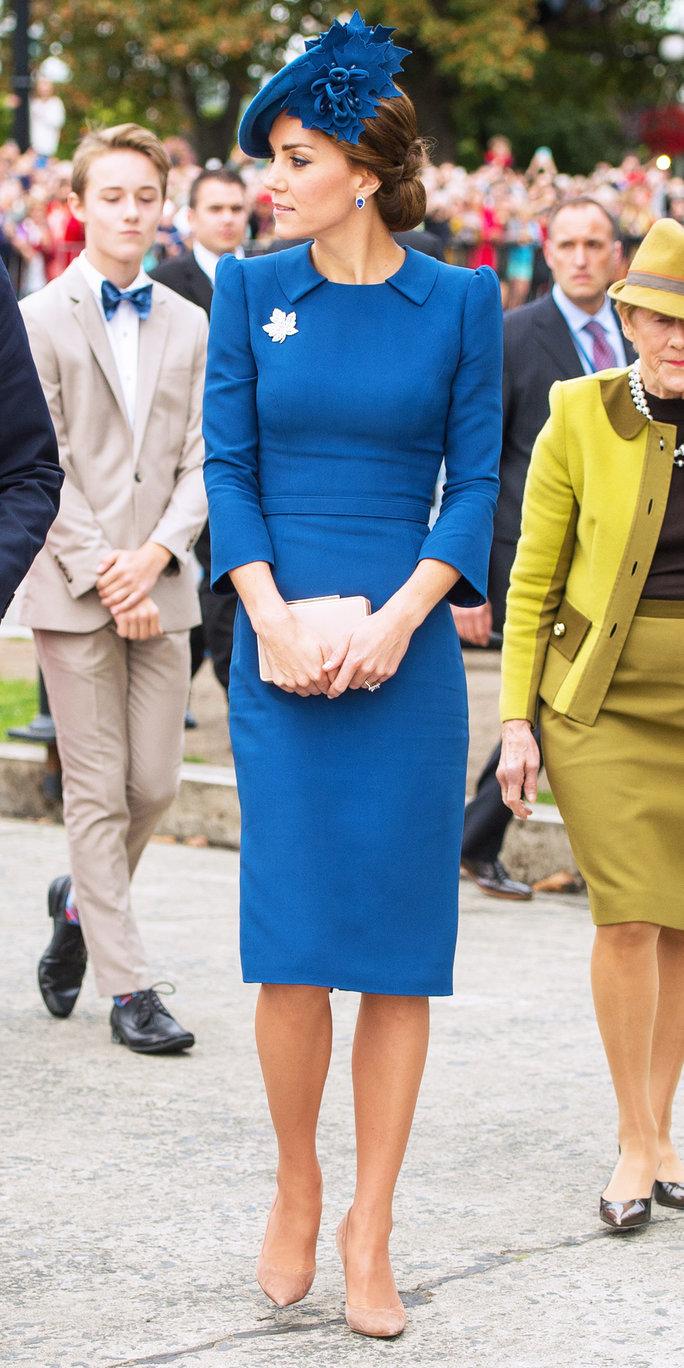 Công nương Kate Middleton diện đầm xanh classic blue