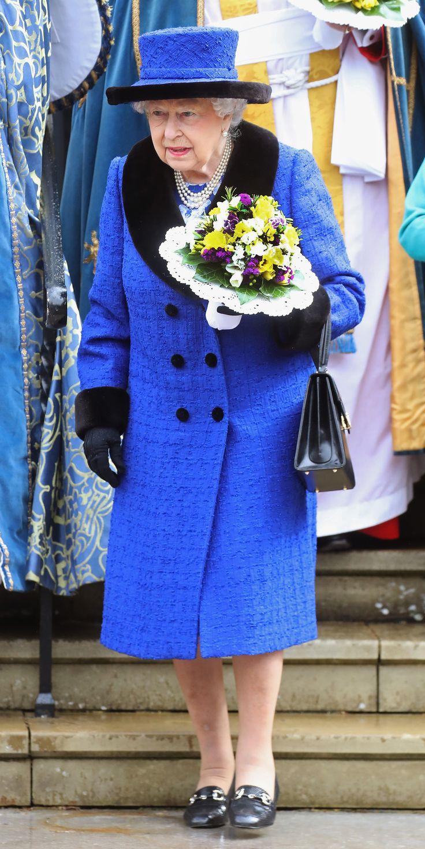 Đầm classic blue của Nữ hoàng Anh