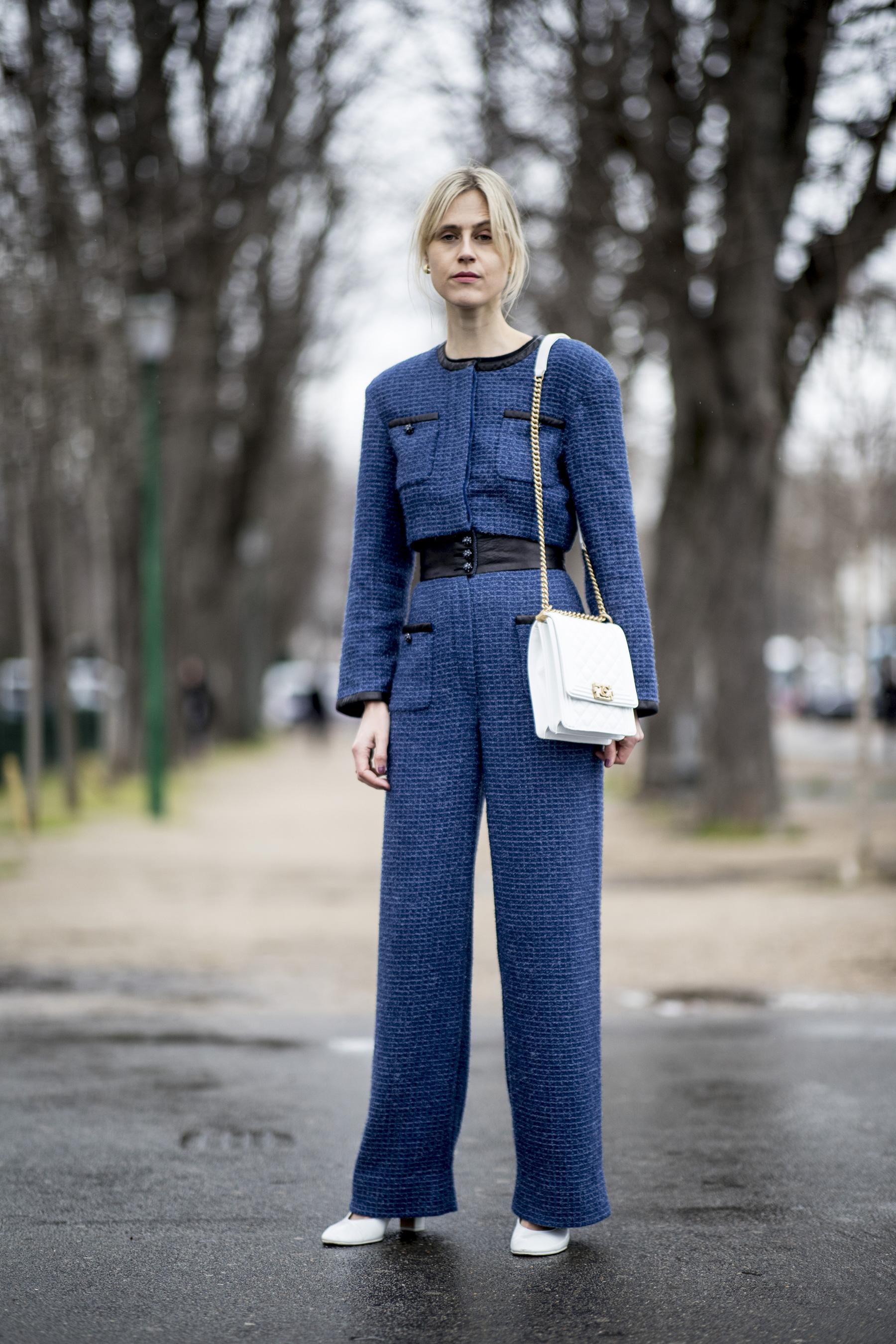 Sui classic blue cho thời trang công sở ngày lạnh