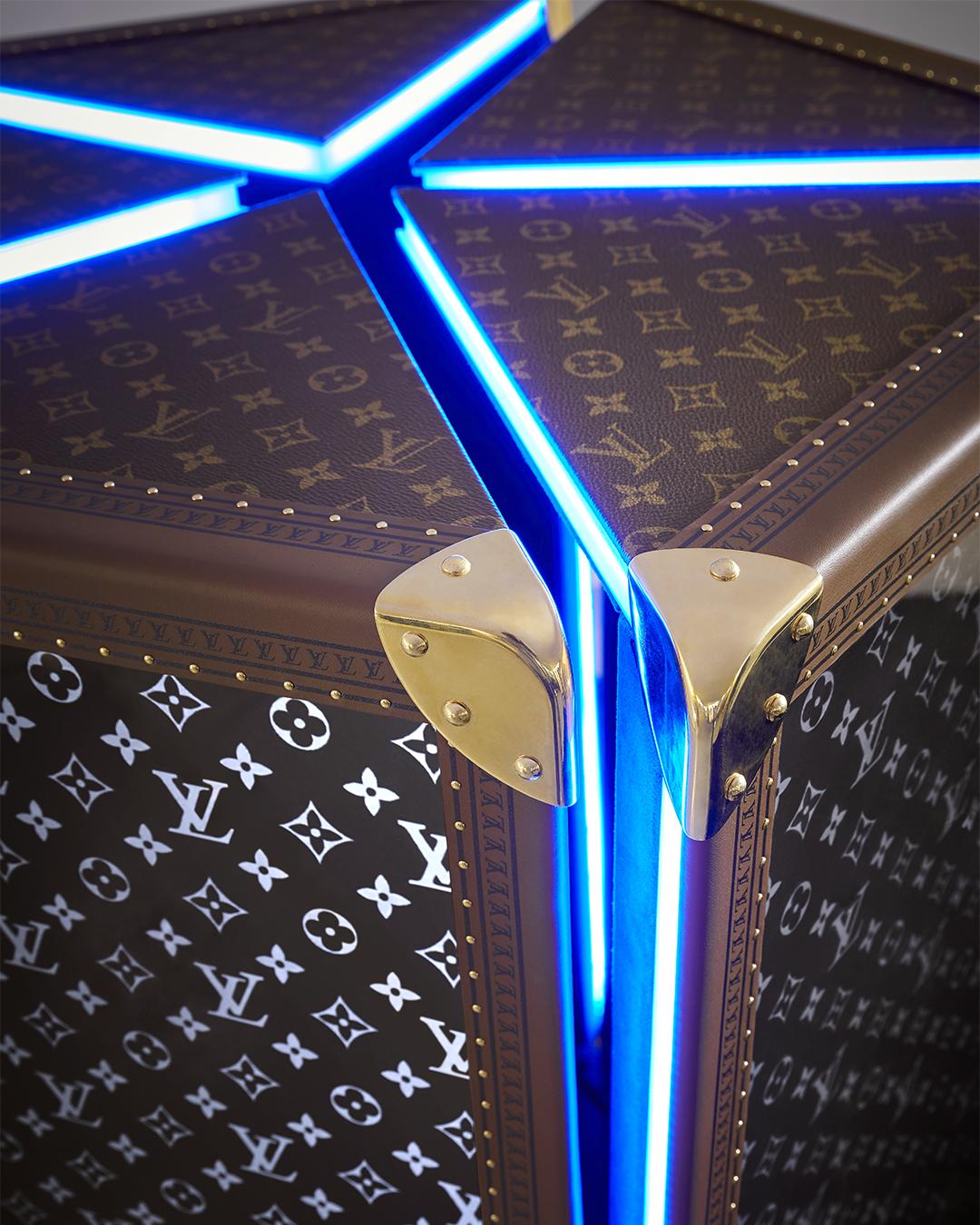 chiếc rương đựng cúp cho giải đấu năm 2019 của Louis Vuitton thiết kế khi nhà mốt hợp tác cùng Riot Games - nhà phát hành game League of Legends