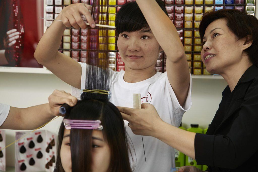chương trình đào tạo phụ nữ làm đẹp của L'Oréal