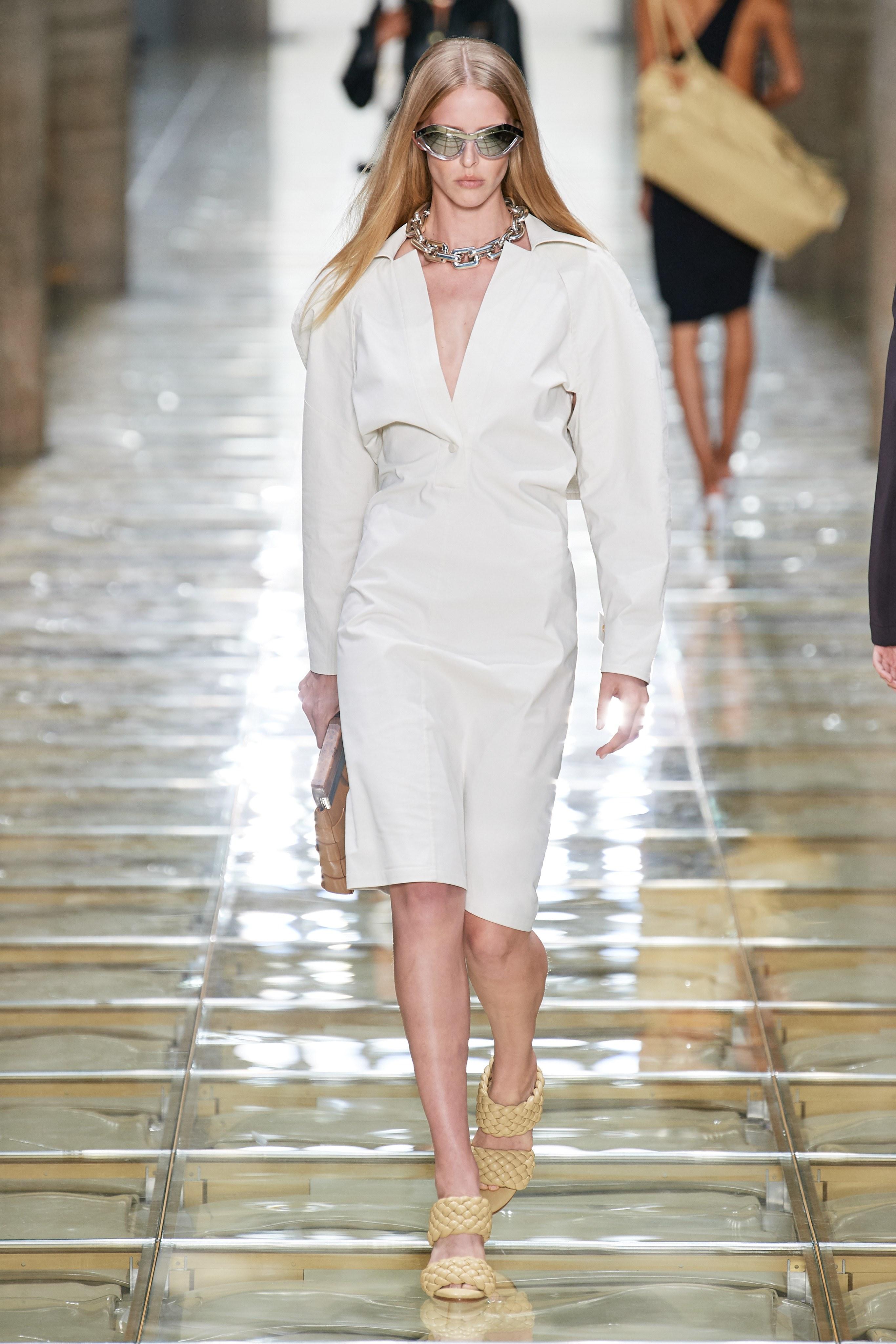 dây chuyền xích kim loại to bản - xu hướng thời trang xuân hè 2020