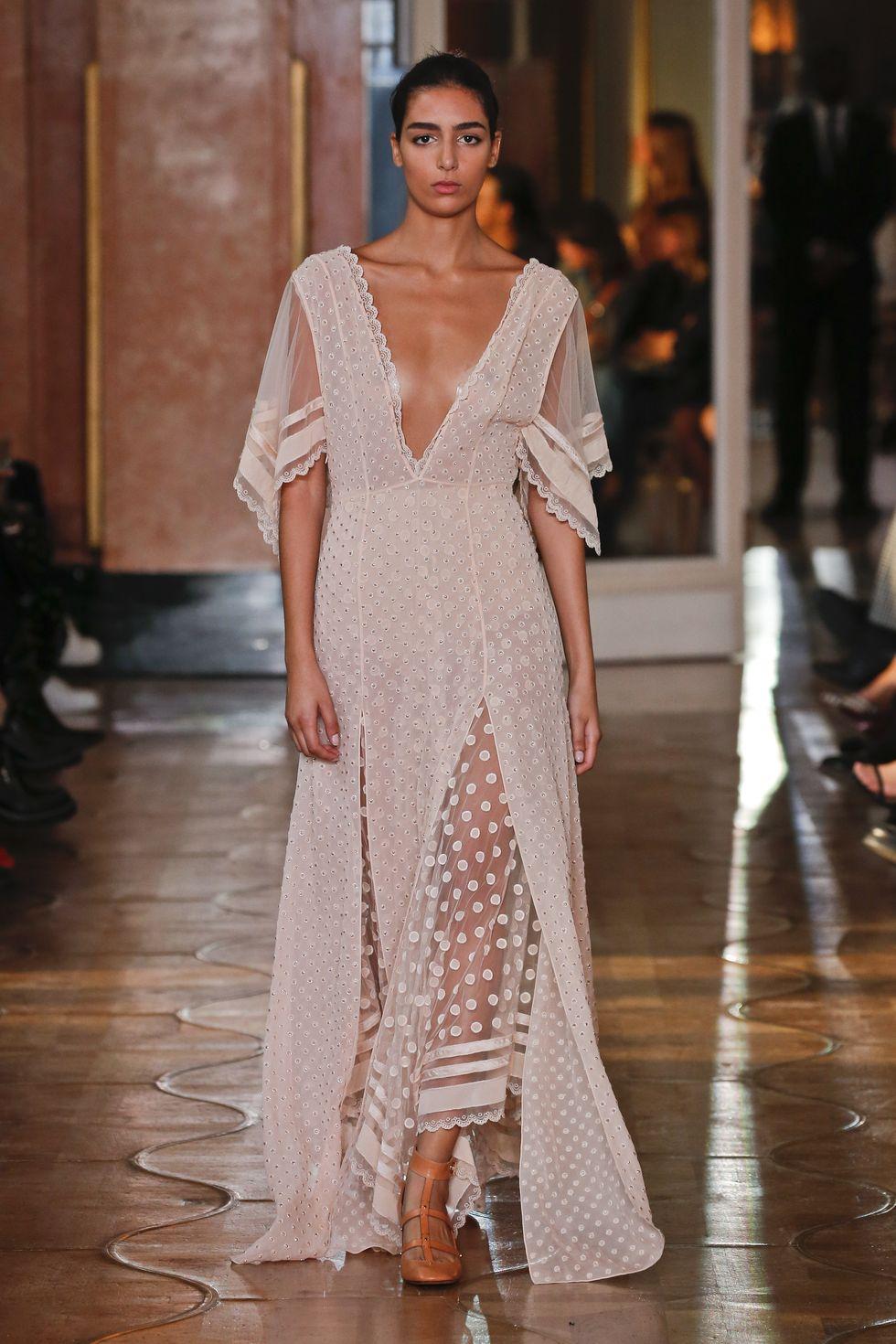 thiết kế Altuzarra ren chấm bi trắng - xu hướng thời trang xuân hè 2020