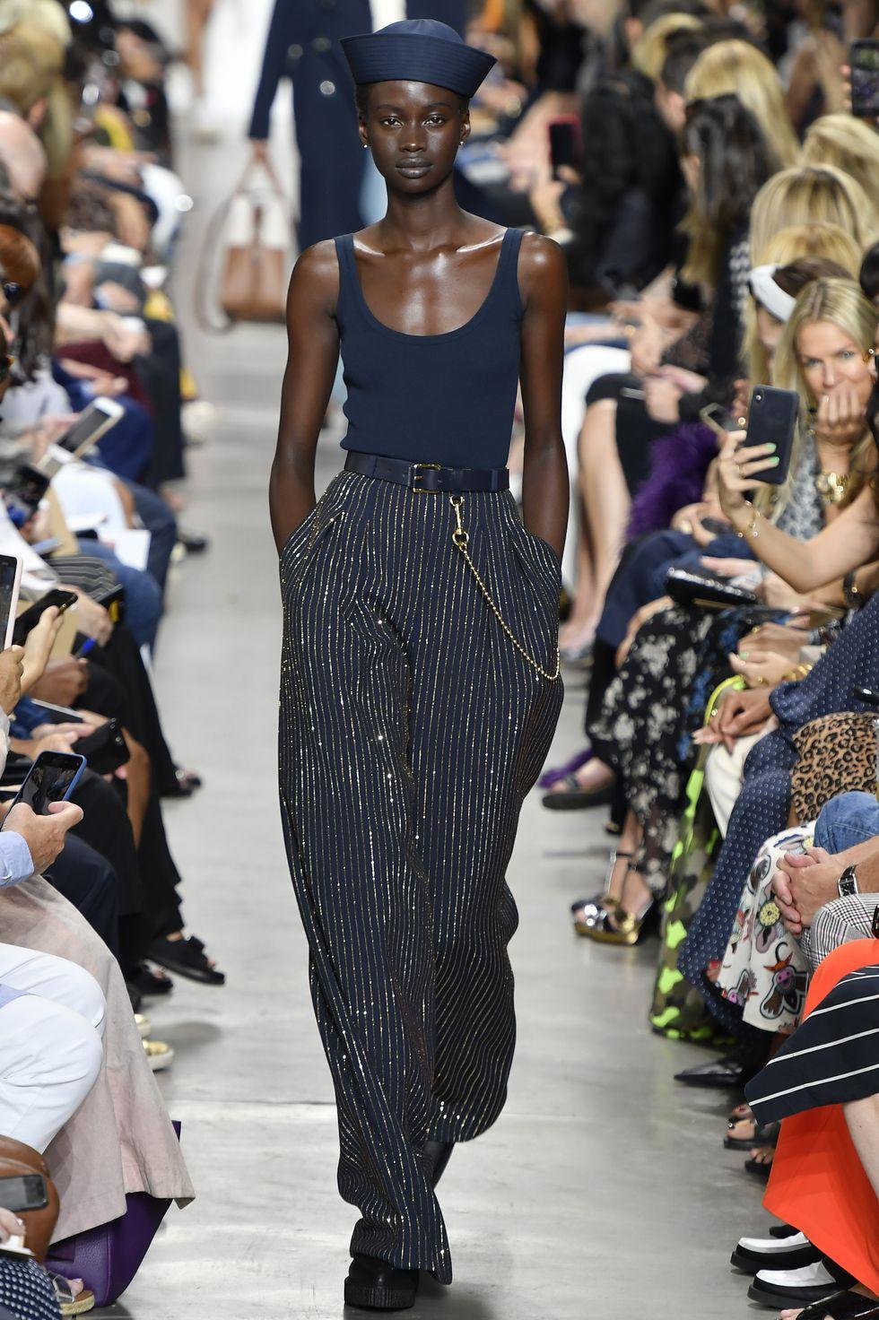 quần ống rộng Michael Kors - xu hướng thời trang Xuân - Hè 2020