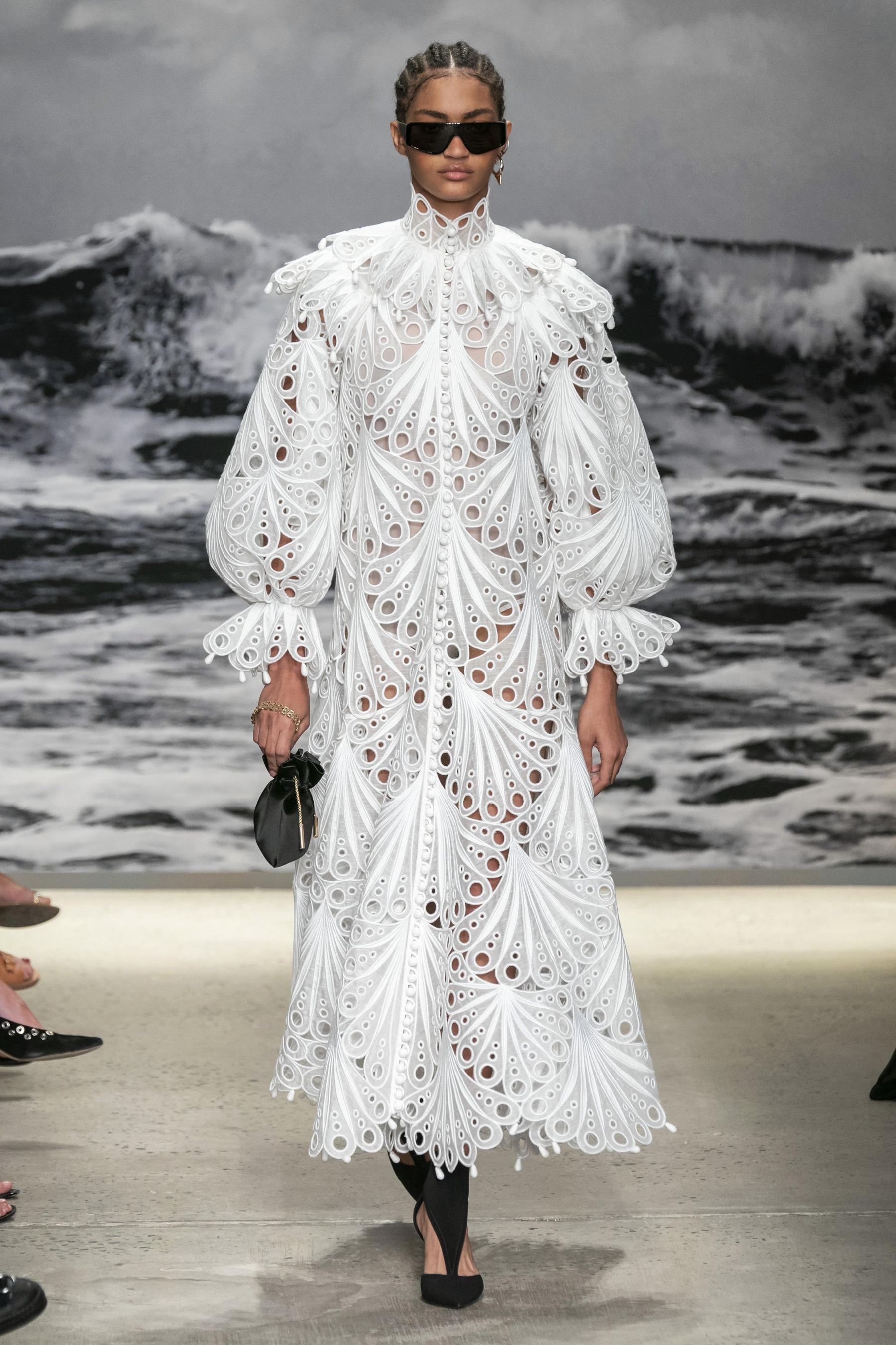 đầm trắng tay phồng Zimmermann - xu hướng thời trang xuân hè 2020