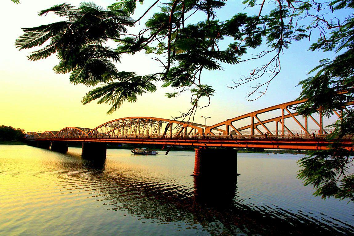 du lịch Việt Nam sông hương huế