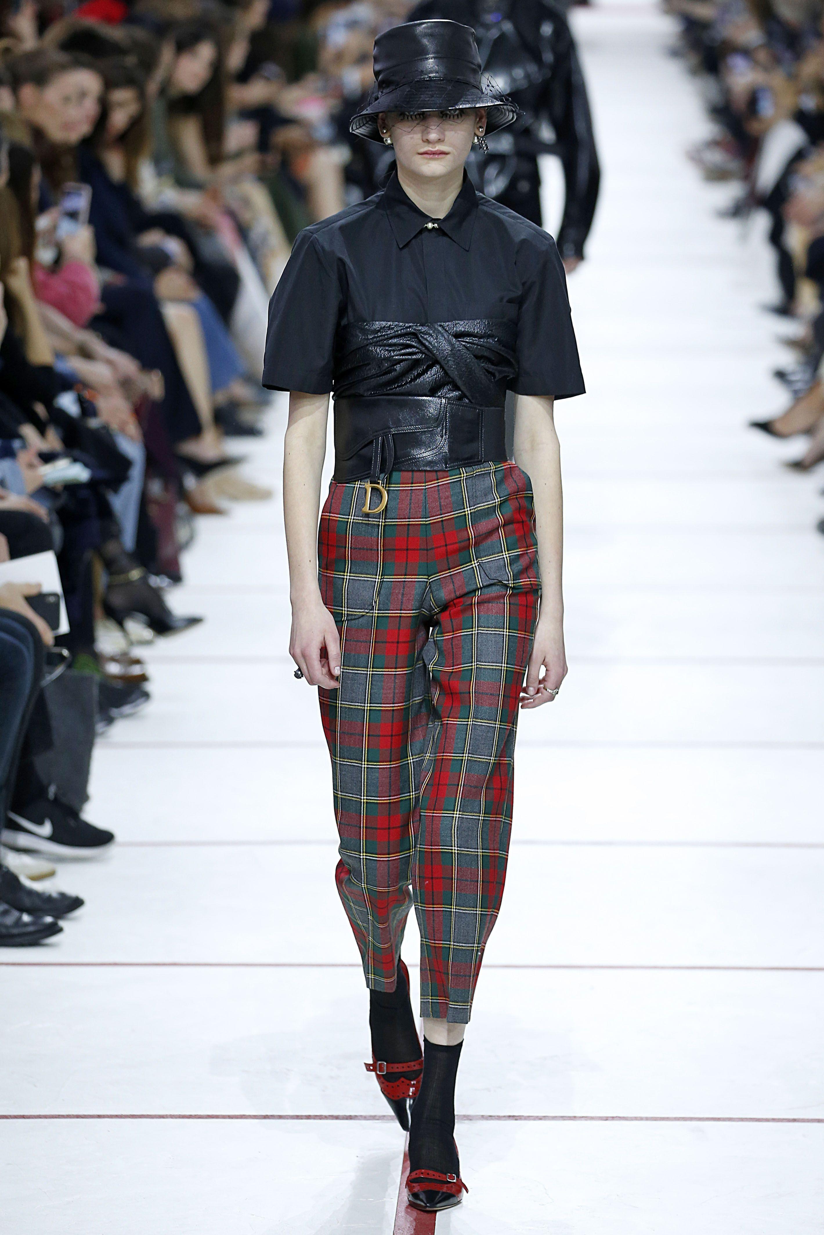 Quần xu hướng tartan trên sàn diễn Dior