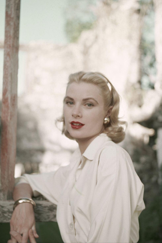 Grace Kelly mặc áo sơmi trắng