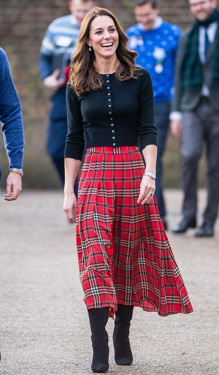Công nương Kate chân váy họa tiết Tartan