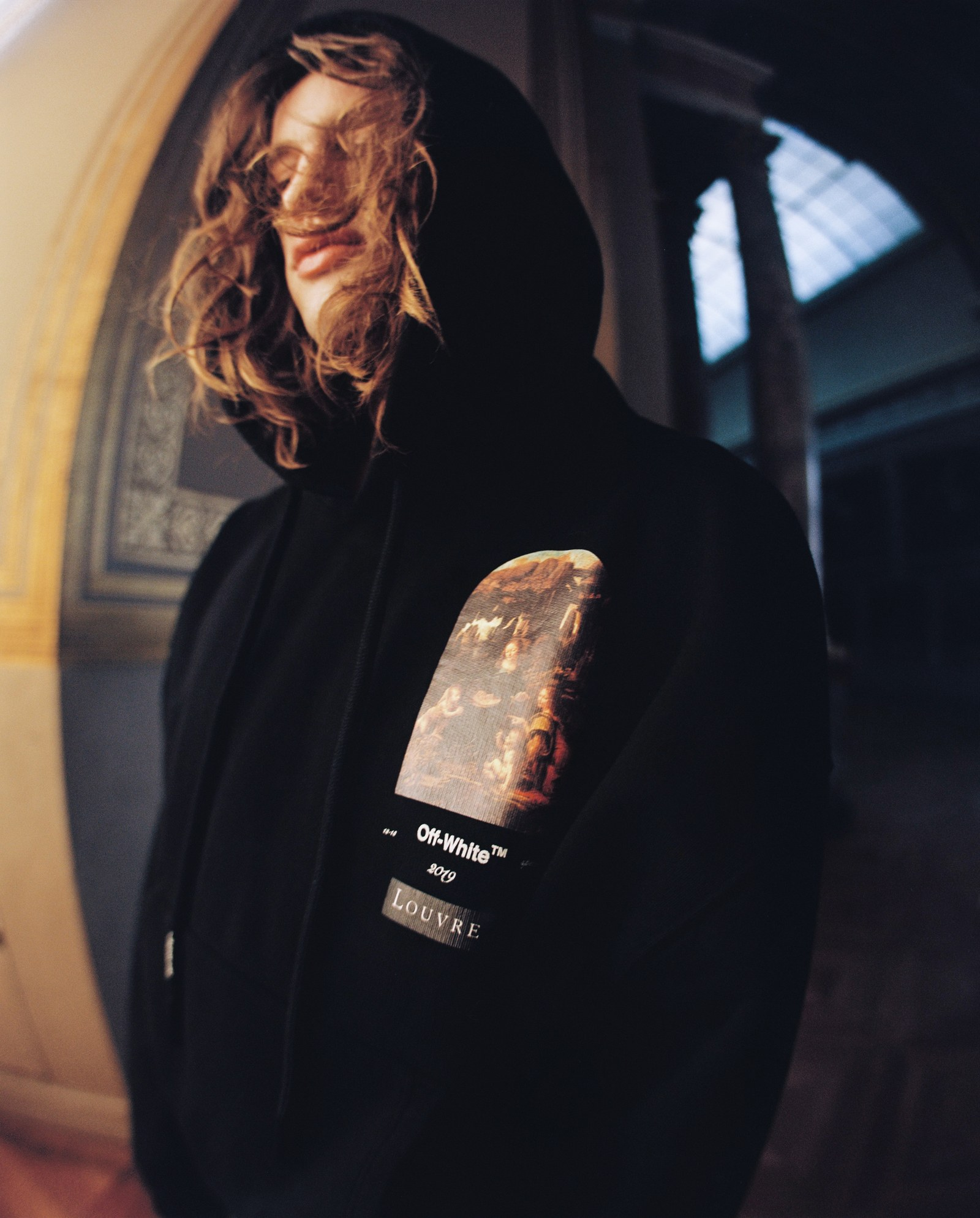 Thiết kế hoodie trong BST Off-White x Lourve - tin thời trang
