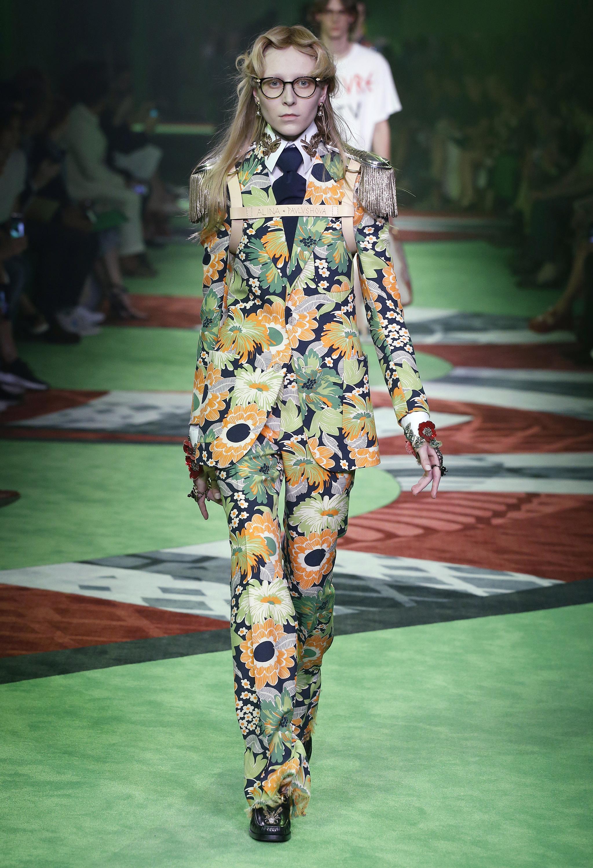 Gucci Xuân - Hè 2017 - màu pantone