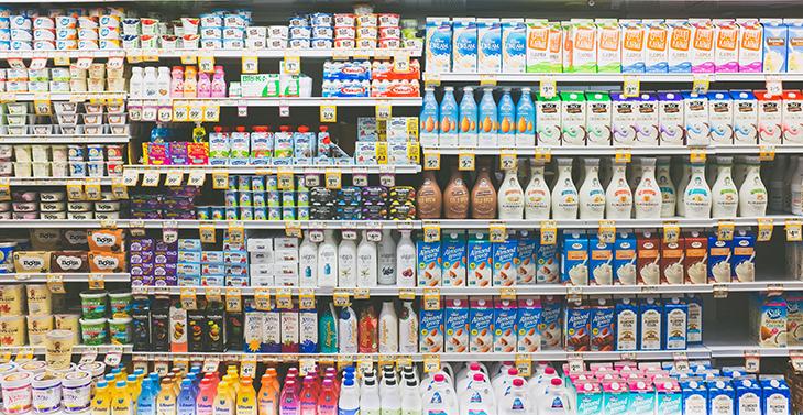 food cause acne nên hạn chế kệ siêu thị trưng sản phẩm từ sữa