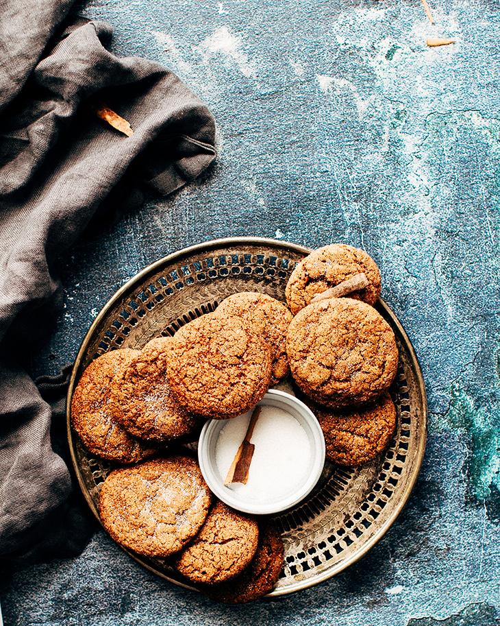 foods cause acne khay tròn đựng bánh quy