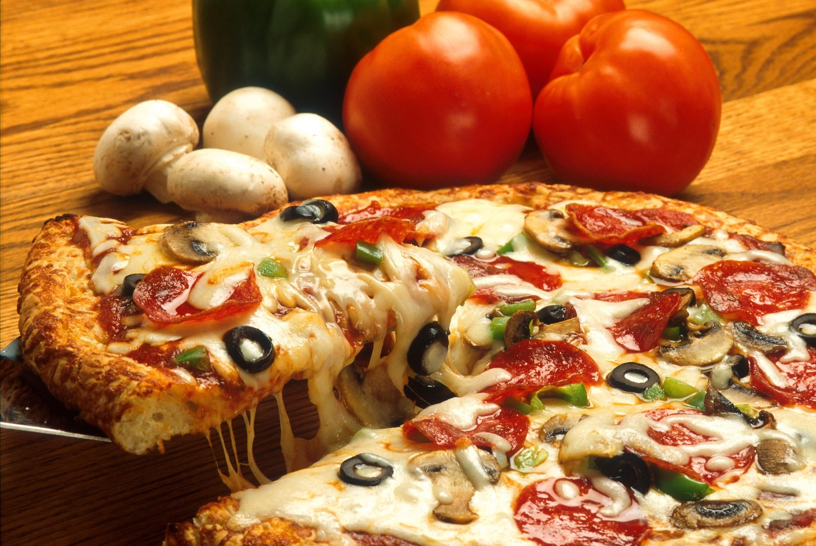 foods cause acne cần hạn chế pizza