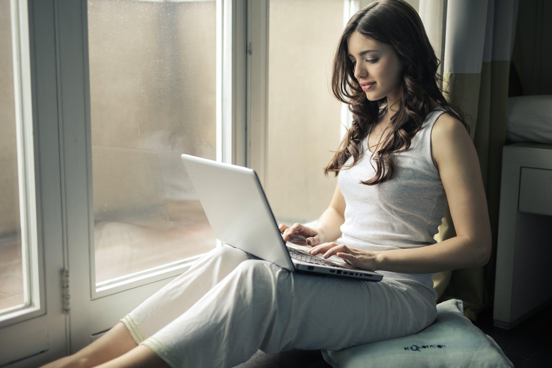 tin nhắn trên laptop